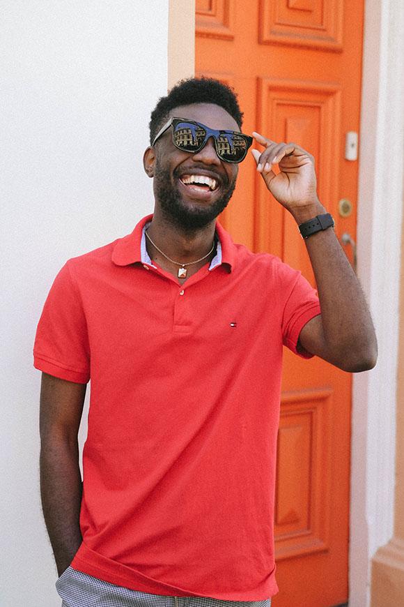 เสื้อโปโลสีแดง กับแว่นตาคู่ใจ